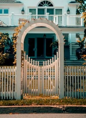 Here are some great tips for considering a fall real estate sale or purchase: 4